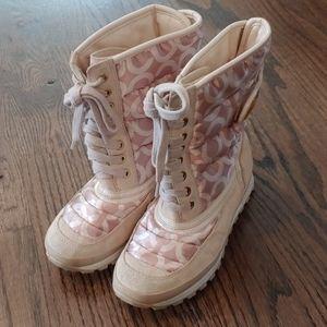 6 1/2 Coach boots signature
